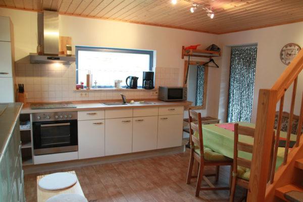 Ferienhaus-mit-Kuechenzeile-und-Esstisch-600x400-1