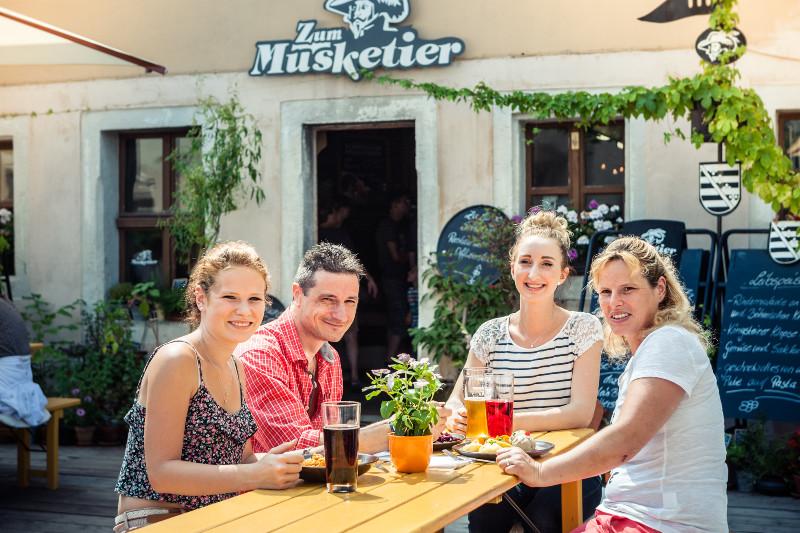 Biergarten_Zum-Musketier