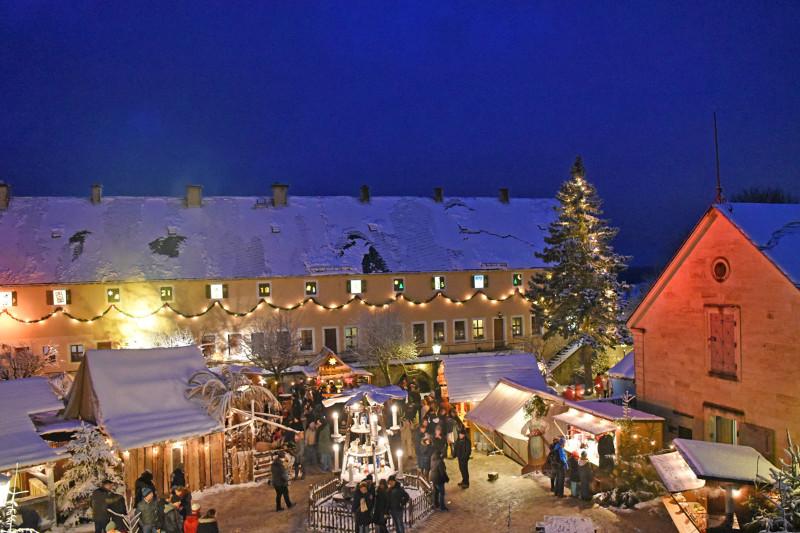 historisch-romantischer-weihnachtsmarkt