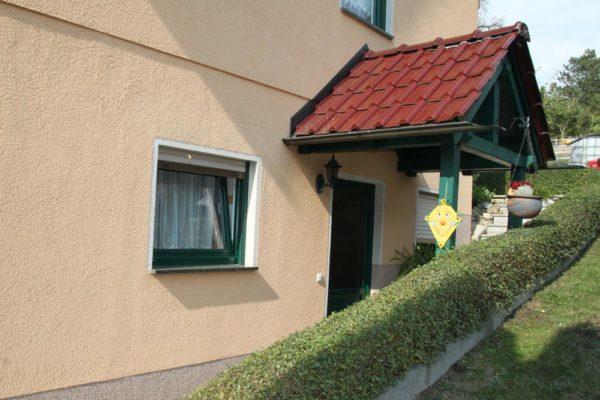 Ferienwohnung-Aussenansicht-Eingang-600x400-1
