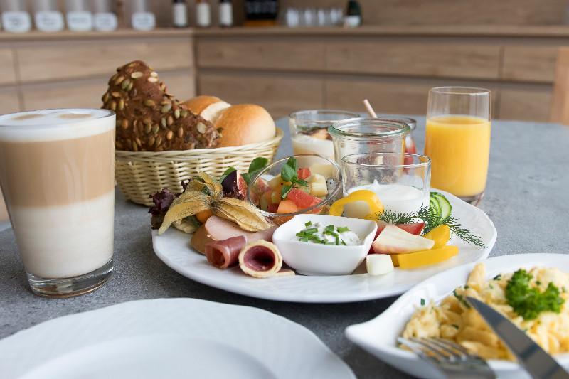 2-Fruehstueckskreationen_Landhotel-Kraeuterbergl-Kreischa