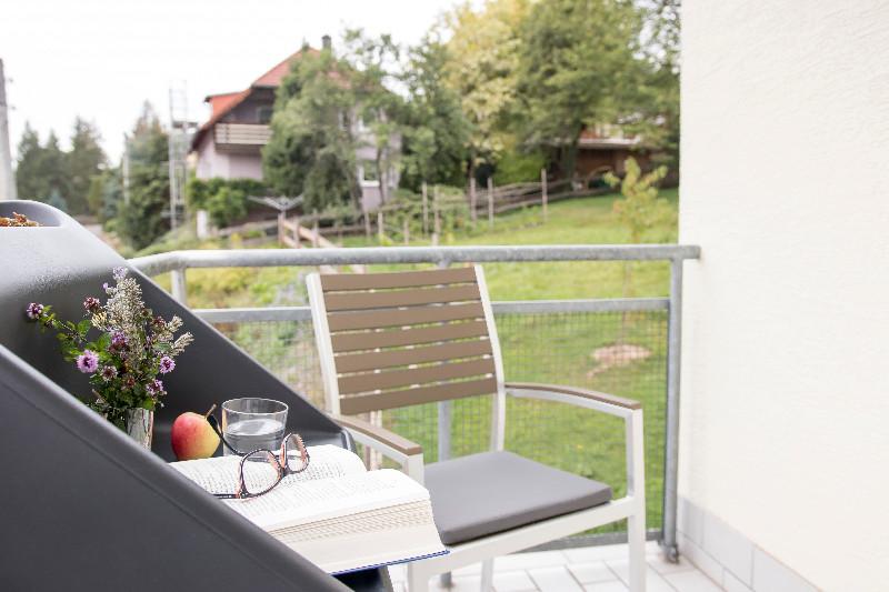 6-Entspannen-auf-Balkon_Landhotel-Kraeuterbergl-Kreischa